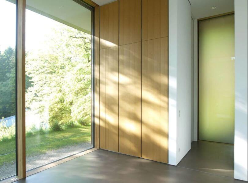Referenzbild einer Kundenanlage - Bild vom Eingangsbereich einer Villa mit Smarthome Ausstattung