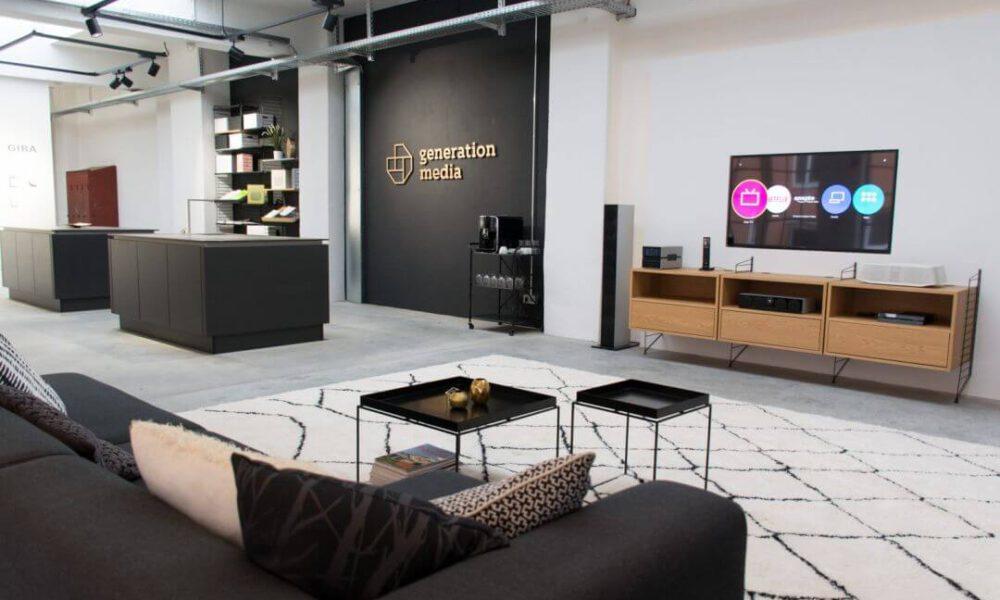 Showroom der Smarthome Werkstatt - Blick auf die TV Wand